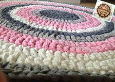 שטיח עגול סרוג בחוטי טריקו ניתן להזמין אצלי שטיחים ופריטים סרוגים בכל גודל, דוגמא ושילוב צבעים Round crochet rugrag made with Tshirts tricot yarn