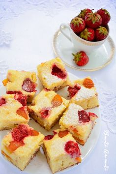 Ricotta cake with strawberry. Recipe available with translator. No Cook Desserts, Dessert Recipes, Romanian Desserts, Ricotta Cake, Strawberry Cakes, French Toast, Sweet Treats, Deserts, Cooking Recipes