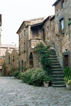 Civita, Italy | Civita, Italy 9/11/2002 | Woodie Anderson | Flickr