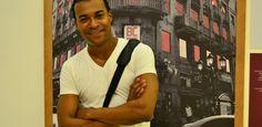 """""""Sonámbulos"""" es una novela escrita para redes sociales, y narra la historia de un grupo de jóvenes que deciden levantarse ante los abusos que se viven en la Zona Colonial, y ocupan el Palacio Consistorial para protestar y buscar un cambio. """"El arte para mi es libertad, si el arte no fuera libertad yo no estaría publicando en las redes sociales."""" - Miguel Piccini"""