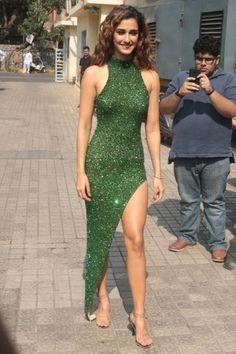 Beautiful Bollywood Actress, Most Beautiful Indian Actress, Hot Actresses, Indian Actresses, Frock For Teens, Kareena Kapoor Photos, Disha Patni, Alia Bhatt, Beauty Full Girl