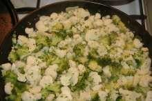 Karfiolovo brokolicové fašírky so syrom Potato Salad, Potatoes, Ethnic Recipes, Food, Potato, Essen, Meals, Yemek, Eten