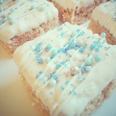 Walking in a #winter wonderland  Frozen themed rice krispie squares by Evie and Mallow