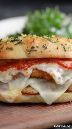 Take a bite of this warm and cheesy chicken parmesan on freshly baked bread! OMG, a warm, gooey, flavorful chicken parmesan on freshly baked bread! Lunch Recipes, Easy Dinner Recipes, Easy Meals, Cooking Recipes, Wrap Recipes, Fun Sandwich Recipes, Sandwich Appetizers, Cooking Grill, Panini Recipes