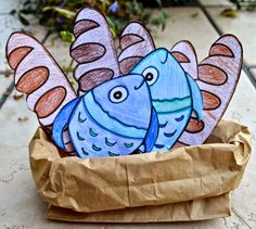 Fun crafts and ideas for Primary 2 Lesson Loaves Fishes, teaching that it is good to share. Bible Story Crafts, Bible School Crafts, Bible Crafts For Kids, Vbs Crafts, Church Crafts, Preschool Crafts, Bible Stories For Kids, Sunday School Kids, Sunday School Activities