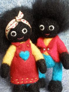 Gollies golliwog felt dolls, I especially like these two because their clothes are felt too! Handmade Felt, Handmade Crafts, Wet Felting, Needle Felting, Felt Pincushions, Zipper Crafts, Felting Tutorials, Bear Toy, Sewing Toys