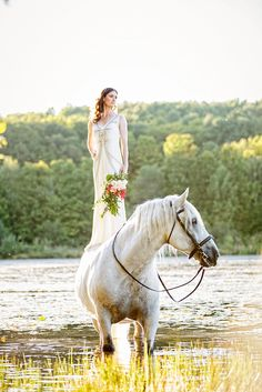Tracey Buyce wedding photography with horse34.jpg