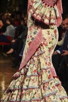 Luisa Pérez Simof 2015 Spanish Fashion, Spanish Style, Funky Outfits, Belly Dance, Ruffles, Fashion Dresses, Victoria, Fancy, Flamenco Dresses