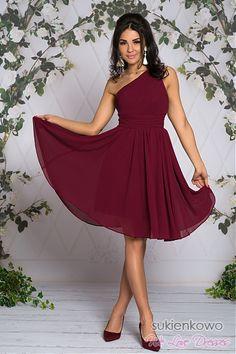 FABIA - Zwiewna midi sukienka na jedno ramie bordowa Talia, Formal, Dresses, Style, Fashion, Preppy, Fashion Styles, Dress, Fashion Illustrations
