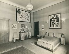 Bedroom in the Guggenheims' suite at the Plaza Hotel, New York, ca. 1937, with Vasily Kandinsky's Composition 8 (1923) at the top left.