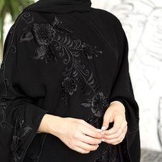 Image may contain: one or more people Abaya Fashion, Muslim Fashion, Abaya Designs Dubai, Burqa Designs, Hijab Style Dress, Abaya Style, Abaya Pattern, Style Marocain, Modern Abaya