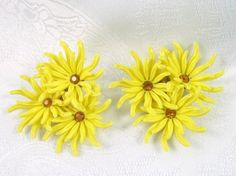 Earrings Yellow Flowers and Rhinestones  #yellow #Flower #vintage #jewelry