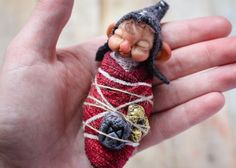 Bebé de enano. OOAK Dwarf. Fantasía por GoblinsLab en Etsy.OOAK Dolls *The Artist Web ( GoblinsLab ) :https://goo.gl/0Cc6op /  Criaturas Míticas hechas a mano, por el artista plástico  Moisés Espino. The Goblin´s Lab. Madrid, España. Hadas, Duendes, Trolls, Brownies, Goblins, Fairies, Elfs, Trolls, Gnomes, Pixies....Quieres adoptar a una criatura? *GoblinsLab Facebook: https://goo.gl/S39lGQ  /  http://goblinslab.deviantart.com/