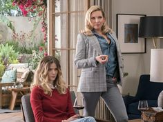 Brooklyn Decker gains acting chops on Netflix hit 'Grace and Frankie' Tokyo Fashion, Work Fashion, Fashion Ideas, Brooklyn Decker Hair, June Diane Raphael, Wardrobe Images, Simple Street Style, Victoria Dress, Hollywood Celebrities