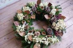 Venček prírodný na hrob II. Fall Decor, Holiday Decor, Autumn Decorations, Grapevine Wreath, Grape Vines, Christmas Wreaths, Diy And Crafts, Floral Wreath, Origami