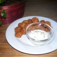 the Breaded Mushrooms Recipe. 1 cup of the bread crumbs and couple shakes of garlic salt. deep fry at 375 until done to your liking Mushroom Side Dishes, Mushroom Dish, Veggie Side Dishes, Vegetable Dishes, Food Dishes, Fried Mushroom Recipes, Deep Fried Recipes, Breaded Mushrooms, Stuffed Mushrooms
