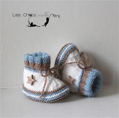 Chaussons bébé tricotés main, blanc, bleu et marron, 0-3 mois