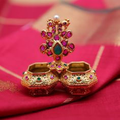 Kimigirl ethnic handbags and accessories Bengali Wedding, Tamil Wedding, Gold Jewellery Design, Gold Jewelry, Silver Pooja Items, Indian Heritage, Anklet, Indian Jewelry, Indian Fashion