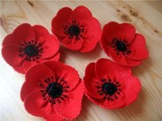 Poppy tutorial Creswell Creswell Welch - I know you've done poppies already. Felt Flowers, Diy Flowers, Fabric Flowers, Paper Flowers, Ribbon Flower, Felt Diy, Felt Crafts, Fabric Crafts, Sewing Crafts