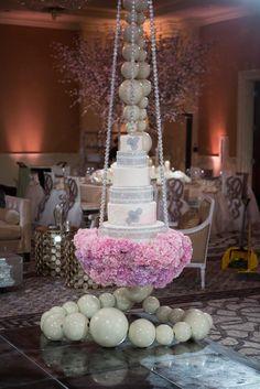 This is just gorgeous. Suspended wedding cake. orlandoweddingflowers/ www.weddingsbycarlyanes.com