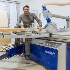 În cei aproape 20 de ani de activitate am pus umărul la poveștile de succes a peste 4.000 de ateliere de tâmplărie și fabrici de mobilă din România.  Citește poveștile lor și află cum i-au ajutat utilajele Felder Gruppe în dezvoltarea afacerii lor. Desk, Furniture, Home Decor, Atelier, Desktop, Decoration Home, Room Decor, Table Desk, Home Furnishings