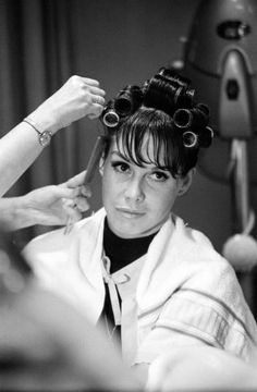 Another shot of Mary Tyler Moore. Sleep In Hair Rollers, Hair Curlers Rollers, Golden Age Of Hollywood, Classic Hollywood, Old Hollywood, Hair You Wear, Vintage Hair Salons, Mary Tyler Moore Show, Wet Set