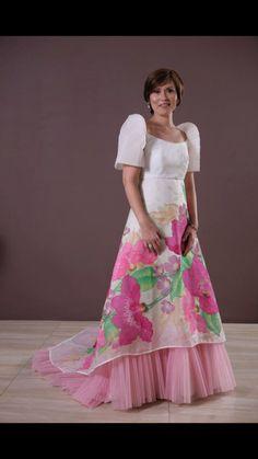 Pin by Lorenza Wong on Terno Modern Filipiniana Dress, Filipiniana Wedding, Philippines Culture, Philippines People, Hijab Fashion, Fashion Outfits, Festival Costumes, Gowns Of Elegance, Beautiful Asian Women