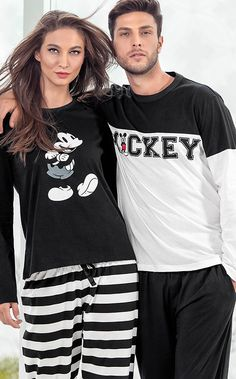 MIXTE PIJAMAS. A MAGIA DA DISNEY! Cute Pajama Sets, Matching Pajamas, Matching Outfits, Nice Outfits, Pijama Disney, Disney Pajamas, Disney Mickey, Family Picture Outfits, Couple Outfits