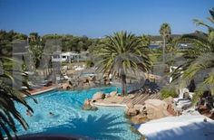 Hotel Le Palme Porto Cervo Situated in the heart of Costa Smeralda, in the Liscia di Vacca Bay, Le Palme overlooks Cala Pitrizza, a wonderful inlet with clear water and pink granite rocks.