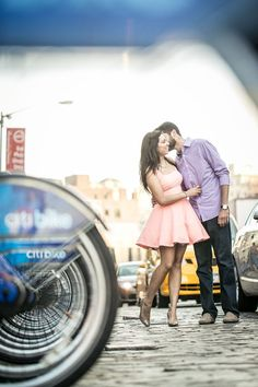 A stylish and urban summer New York City engagement session // photo by Priyanca Rao Photography: http://priyanca.com || see more on https://www.artfullywed.com