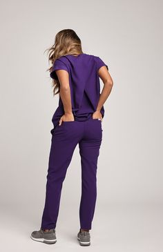 Say hello to your partner in work-life balance crime. The Taza, faux-wrap scrub top makes function and style top priority so you can seamlessly travel from work to real life with all of the technical functionality you need and zero outfit changes. Pair it with the Yola Skinny Pant for chic  and functional work attire.