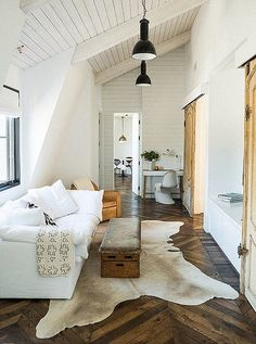 Photo by Josh Franer; design by Leanne Ford Interiors