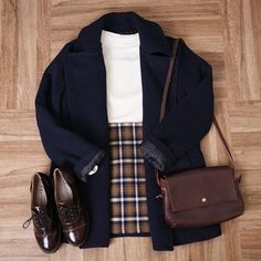 Check out this Gorgeous korean fashion outfits Fall Winter Outfits, Autumn Winter Fashion, Korean Winter Fashion Outfits, Skirt Outfits For Winter, Korean Fashion Office, Preppy Fall Fashion, Winter Chic, Summer Outfits, Mode Outfits