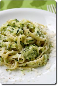 Linguine with zucchini cream Knowledge and flavors - Linguine with zucchini cream Knowledge and flavors - Fun Easy Recipes, Veggie Recipes, Pasta Recipes, Vegetarian Recipes, Easy Meals, Cooking Recipes, Healthy Recipes, Linguine, Food Porn
