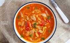 Zupa gołąbkowa. Raz spróbowaliśmy, już zawsze będziemy ją robić. PRZEPIS Slow Food, Food Porn, Thai Red Curry, Slow Cooker, Vegan, Ethnic Recipes, Beef, Easy Meals, Crock Pot