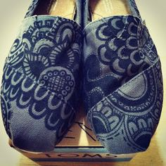 Pearmama: Henna-inspired TOMS shoes