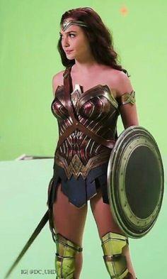 Superman Artwork, Batman And Superman, Black And Silver Dress, Gal Gardot, Wander Woman, Gal Gadot Wonder Woman, Wonder Woman Cosplay, Lynda Carter, Female Hero