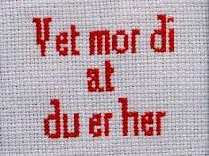 Geriljabroderi - Vet mor di at du er her Teaching Art, Cross Stitching, Embroidery, Humor, Sewing, Funny, Pattern, Prints, Inspiration