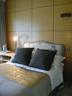 Guest bedroom with wallpanel