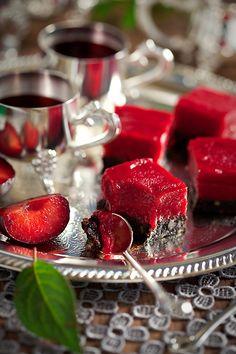 Plum dessert Russian Desserts, Coffee Room, Cake Shop, Love Cake, Desert Recipes, Confectionery, Plant Based Recipes, Tea Time, Plum