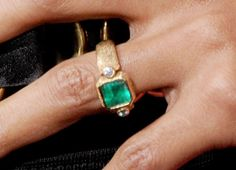 CLOSE UP: Halle Berry's unique gold and emerald Robert Mazlo engagement ring from fiancé Olivier Martinez. Emerald Jewelry, Diamond Jewelry, Emerald Rings, Ruby Rings, Diamond Pendant, Jewelry Case, Jewelry Accessories, Jewlery, Big Engagement Rings
