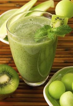 Healthy Honeydew Kiwi Smoothy  Honeydew is a refreshing and unexpected flavor (and low on the glycemic index)  #mombodysoul