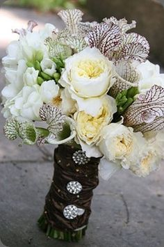Just beautiful with the picture plants and English Roses, I will share this ideal with the all designers that are friends with me :)