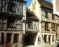 Noyers-sur-Serein – Région BOURGOGNE - Lyons La Foret, France 3, Le Village, Photo Search, Medieval, Around The Worlds, Architecture, City, Building