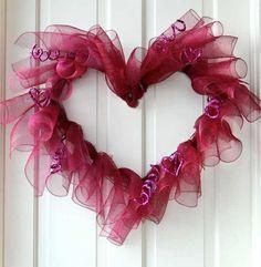 Curly heart decomesh wreath