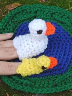5 Little ducks went out to play... wonderful and simple pattern for duck finger puppets