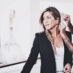 331 отметок «Нравится», 1 комментариев — •THEROUX•ANISTON• (@aniston.theroux) в Instagram: «Everything in this picture is perfect! Not a flaw #jenniferaniston #beauty»