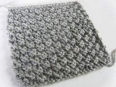 Easy knitting stitch: the waffle stitch knitting pattern If you're like me, you might like to make small samples to try new knitting stitches…. Ideal for a warm scarf or for making a blanket! Knitting Stiches, Arm Knitting, Knitting Patterns, Crochet Patterns, Knitting Ideas, Moss Stitch, Beautiful Crochet, Diy Crochet, Knitting Projects