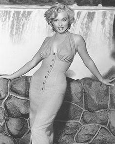 @PinFantasy - Marilyn Monroe ~~ For more: - ✯ http://www.pinterest.com/PinFantasy/gente-~-marilyn-sweet-marilyn/