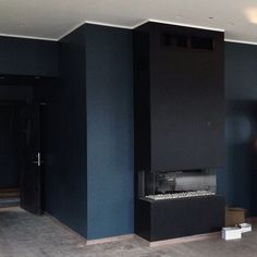 """At work! The dark blue green color """"Oslo"""" from turned out great. Event location in the making🔨🎨 So far, so great😊 Blue Green Paints, Blue Paint Colors, Dark Blue Green, Bedroom Paint Colors, Room Colors, Green Colors, Blue Painted Walls, Blue Walls, Jotun Paint"""